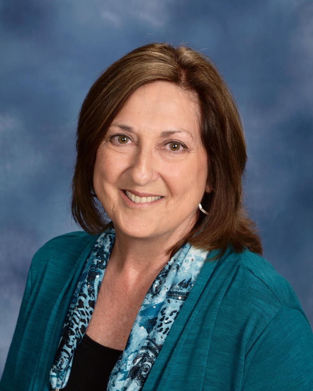 Betsy Kray : Office Administrator