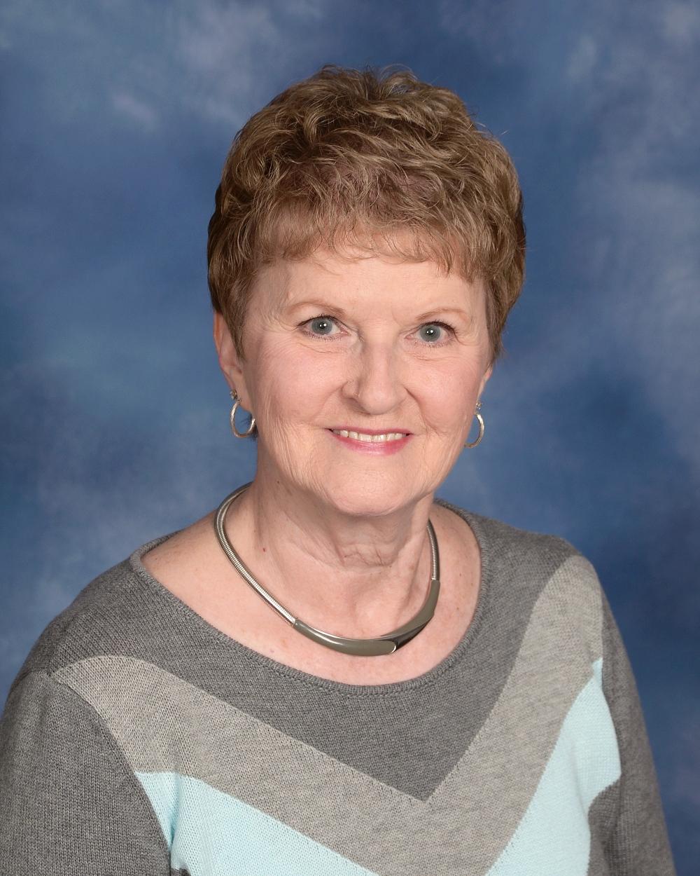 Phyllis McKneelen : Office Administrator